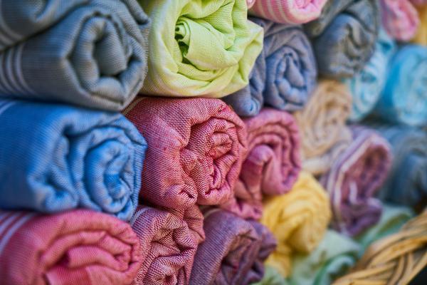 tkaniny białe